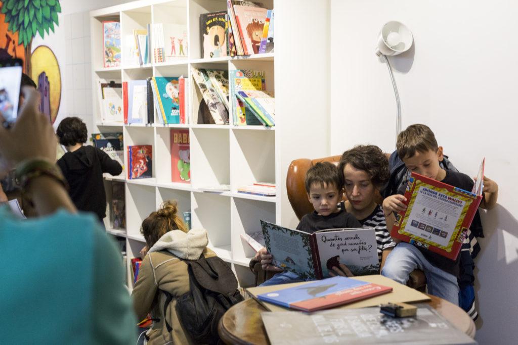 Espai infantil de lectura per a nens i nenes